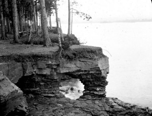 A rocky arch on the Lake Superior shore in Marquette, Mich.  Photo: University of Chicago Library, Special Collections