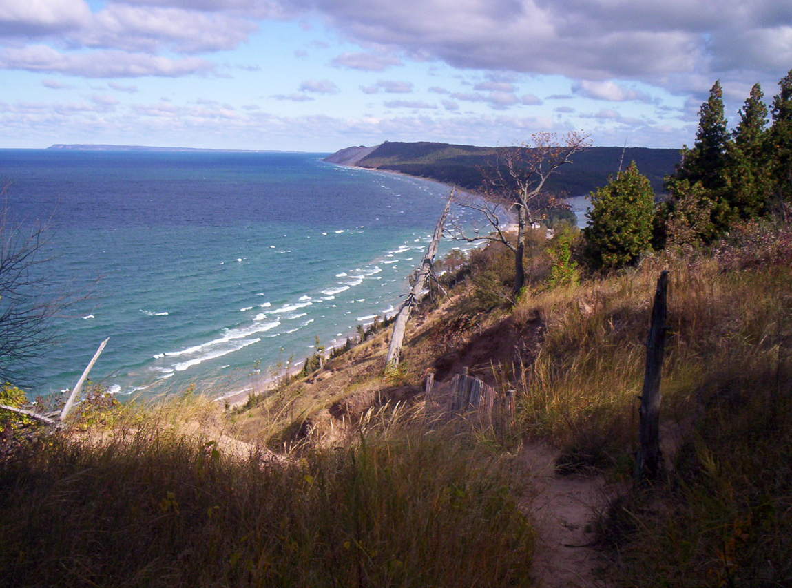 Hiking trail along the Sleeping Bear Dunes, Michigan. Photo: Kenneth Webber.