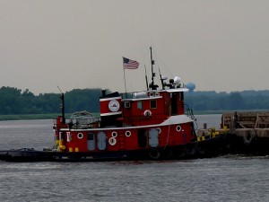 A Great Lakes tugboat leaving the Fox River and entering into Green Bay. Photo: yooperann (flickr)