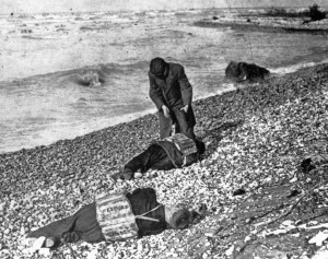 Bodies along the beach, south of Goderich, wearing WEXFORD life jackets. (Courtesy Historical Collection of the Great Lakes, Bowling Green State University, as used in The WEXFORD: Elusive Shipwreck of the Great Storm, 1913; Paul Carroll.)