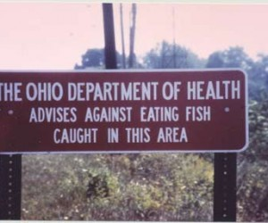 A fish consumption advisory on the Ashtabula River. Photo: Environmental Protection Agency.