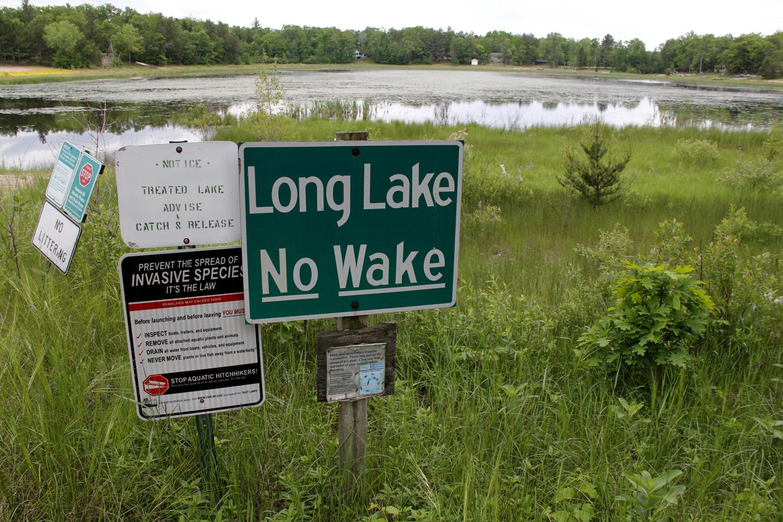 Long-Lake-no-wake-sign