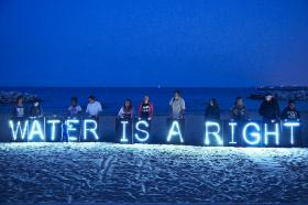 People protesting the shut off water to some Detroit citizens and businesses. Image: Flickr- Light Brigading