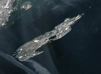 Satellite image of Isle Royale in northwest Lake Superior. By MODIS - http://rapidfire.sci.gsfc.nasa.gov/gallery/?2003359-1225/Superior.A2003359.1900.250m.jpg, Public Domain, https://commons.wikimedia.org/w/index.php?curid=12097138