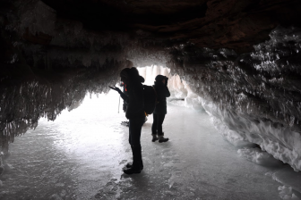 The Apostle Islands ice caves that formed during the cold 2013-2014 winter. Image: Daniel Titze