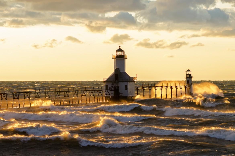 lighthouse porthcawl pier huge - HD1800×1192